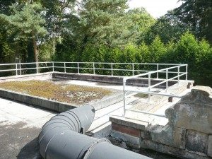 Roof safety barrier system